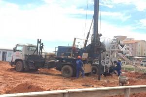 Estacas escavadas mecanicamente